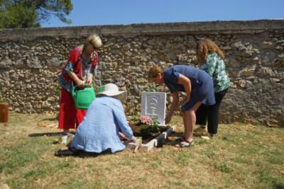 planting-grave